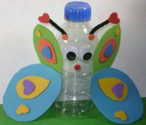Mariposa con botella de plástico reciclada