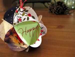 Bola con felicitaciones navideñas