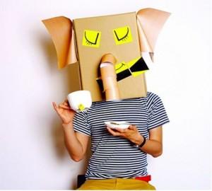 Disfraz de elefante con cajas de cartón recicladas