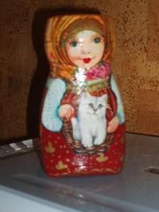 Bote de nescafe con mujer pintada