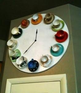 Reutilizar tazas de té: reloj con tacitas de cafe