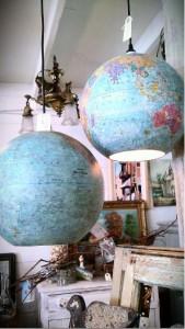 Lámpara realizada con globo terráqueo