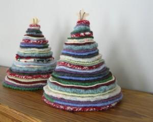 Árbol de Navidad con jerseys de punto reciclados