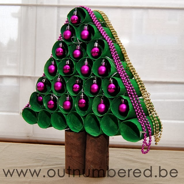 Árbol de Navidad ecológico con tubos rollo papel