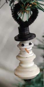 Adorno muñeco de nieve con botones reciclados