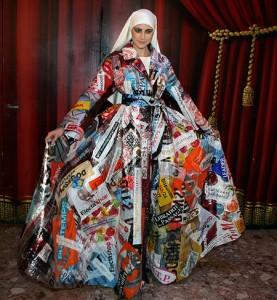 Vestido con bolsas de plástico para carnavales