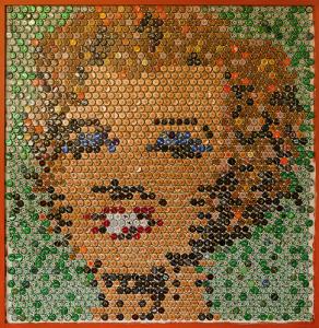 Retrato Marylin Monroe con chapas de refescos