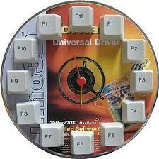 Reloj de pared con cd y teclas de teclados