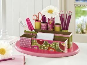 Organizador de mesa con tubos de cartón