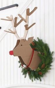 Ciervo de pared con cartón reciclado