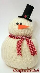 Muñeco de nieve con calcetín desparejado