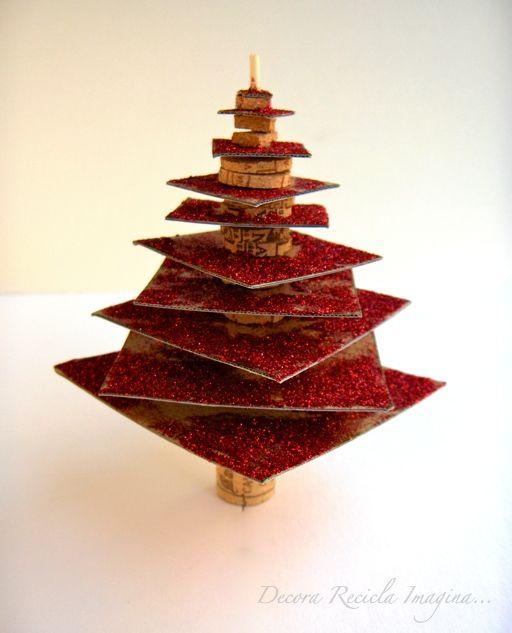 C mo hacer un mini arbolito de navidad con cartones y corchos - Como hacer un arbol de navidad de carton ...
