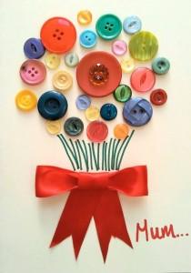 Felicitación para mamá con ramo de flores de botones