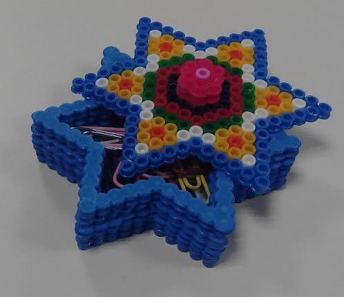 Cajitas para regalos de mandalas de estrellas con hamabeads midi