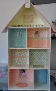 Casa de muñecas con cajas de zapatos