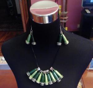 Conjunto bicolor de collar y pendientes nespresso