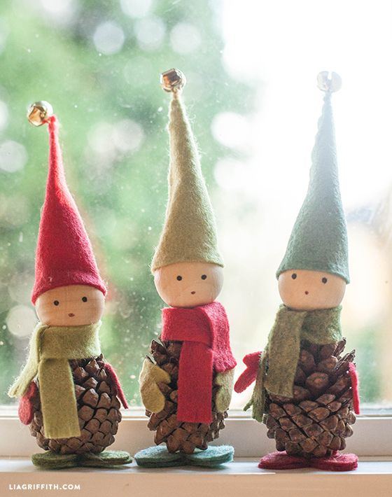 Duendes de navidad con pi as de pino y fieltro for Crafts and hobbies ideas