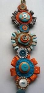Pulsera de flores con retales de tela y botones