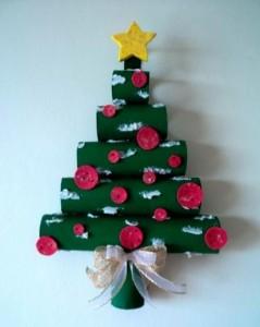 Árbol de Navidad de pared con tubos de cartón