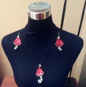 Conjunto de bisutería rojo pasión y perlas con cápsulas nespresso