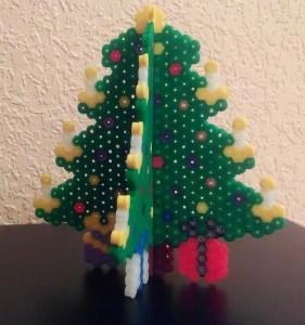 Árbol navideño para escritorio 3D con hamabeads