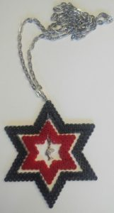 Colgante de estrellas dobles con esfinge egipcia de plata