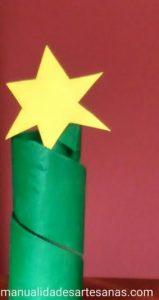Árbol abstracto de Navidad con tubo de cartón