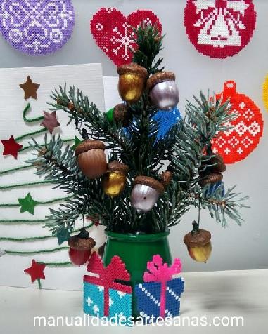 Cajas de regalo multicolor para árbol de Navidad con hamabeads mini