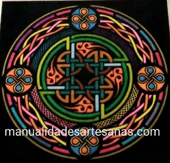 Mándala símbolo celta de nudo perenne el de la unión eterna pintado