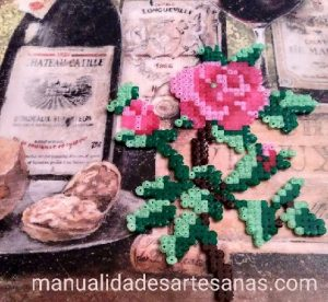 Rosa decorativa de hamabeads mini
