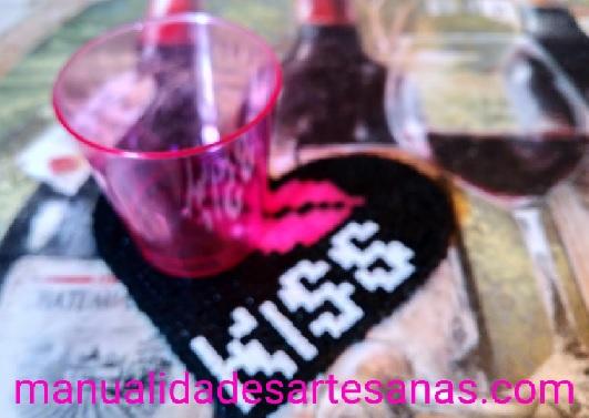 Posavasos de beso para celebrar el día internacional de los besos