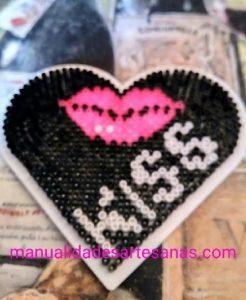 Tablero de corazón de hama beads mini para el día del beso