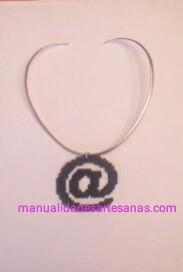 Colgante símbolo arroba de hama beads mini