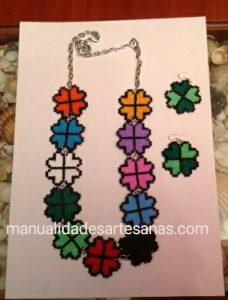 Conjunto collar y pendientes de tréboles de cuatro hojas