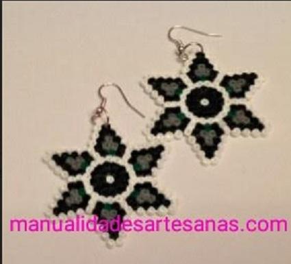 Pendientes de mandala de flor de la vida hechos con hama beads mini