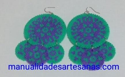 Pendientes de Sevillana hechos con perlas hama mini