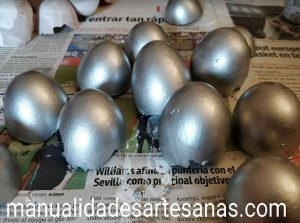 Cáscaras de huevo pintadas en color plata