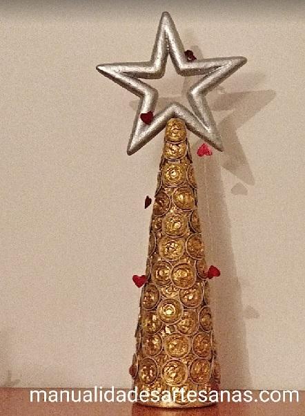 Árbol de Navidad con cápsulas nespresso chafadas