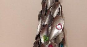 Cómo hacer árbol de Navidad de mesa con cáscaras de mejillones pintadas