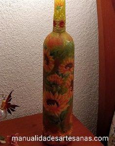 Botella de vídrio con decoupage de girasoles y puntillas