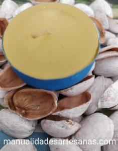 Cáscaras de pistachos pintadas para manualidades
