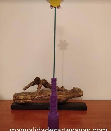 Obras de arte con piezas de mecanizado de primer curso: jarrón de bulón roscado