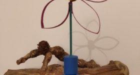 Florero de una sola flor de acero F114 y flor de tubo de papel higiénico
