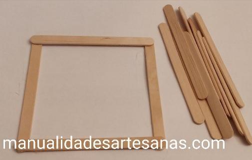 Cómo pegar los palos de madera para caja regalo