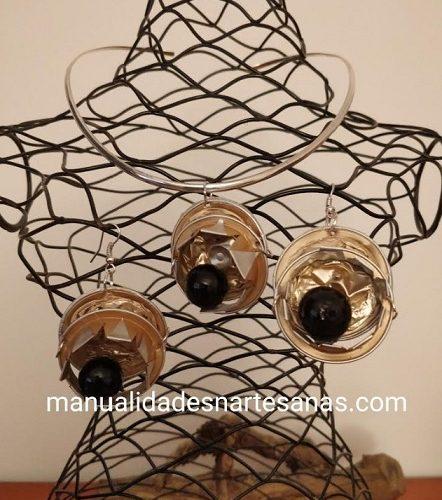 Colgante y pendientes corona de reina hechos con cápsulas Nespresso