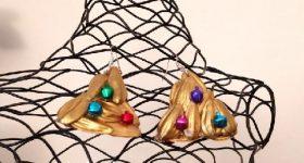 Pendientes árbol de Navidad con cáscaras de pipas