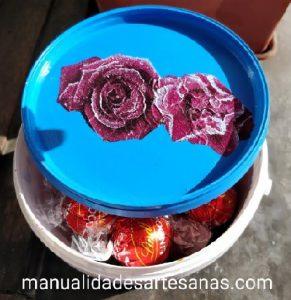 Bombonera decorado con decoupache con bote de yogurt