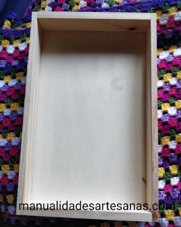 Caja de madera de gambas limpia