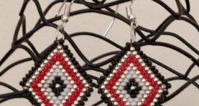 Pendientes de brick stitch en forma de rombo de 4 colores