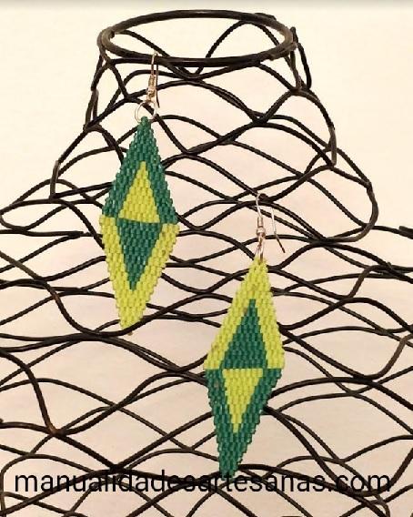 Pendientes de rombos de brick stitch doble